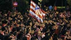 Miles de aficionados del Atltico de Madrid celebraron el ttulo de Copa